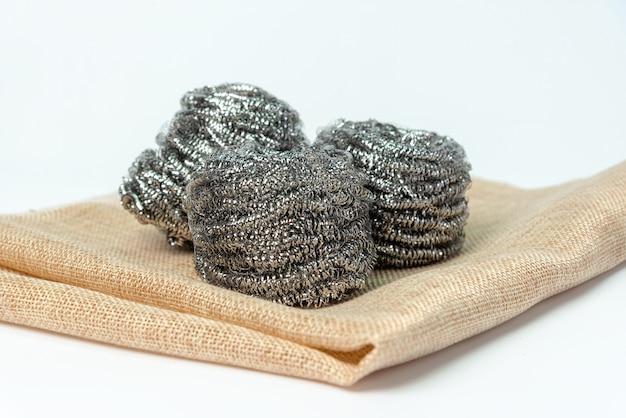 Laine d'acier, laine de fer, laine de fil, fil d'acier ou éponge de fil isolé