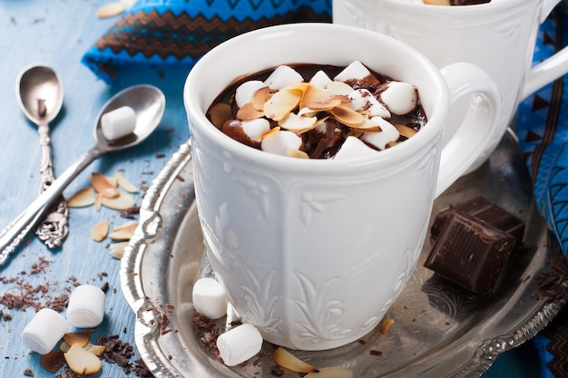 Lait au chocolat délicieux à base de lait d'amande