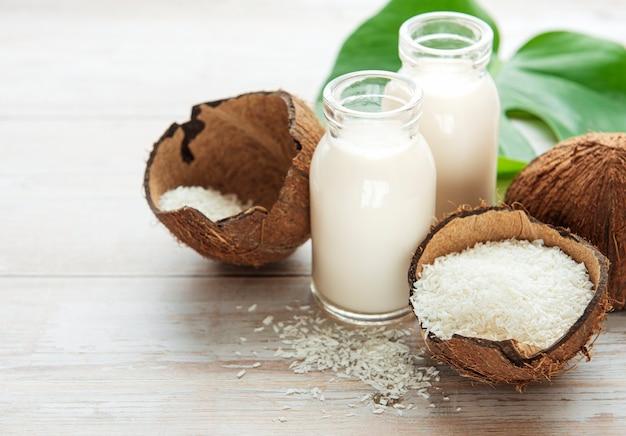 Lait de coco frais, boisson saine végétalienne non laitière
