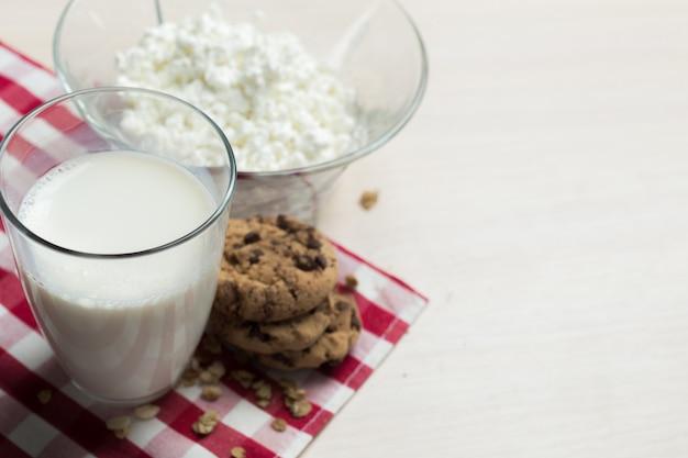 Lait, fromage cottage - produits laitiers