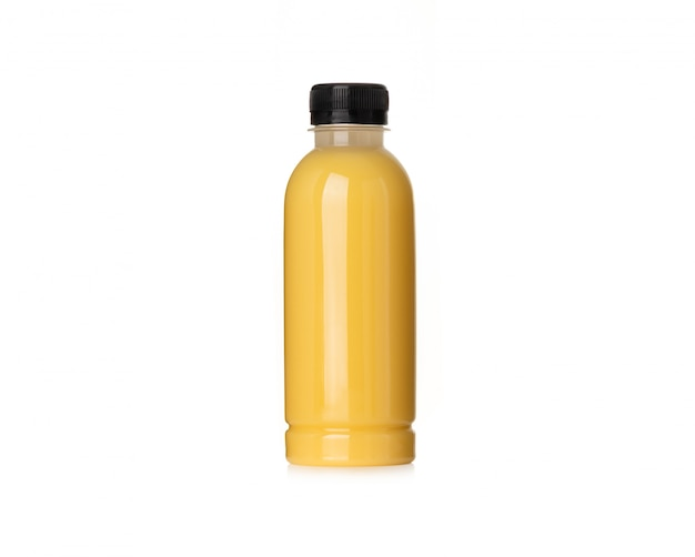 Lait de maïs en bouteille sur fond blanc