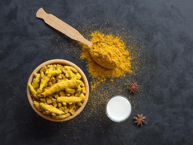 Lait d'or au curcuma végétalien sain, racine de curcuma