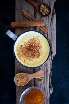 Lait d'or maison boisson anti-inflammatoire