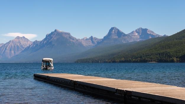 Lake mcdonald, montana/usa - 20 septembre : vue sur le lac mcdonald au montana le 20 septembre 2013