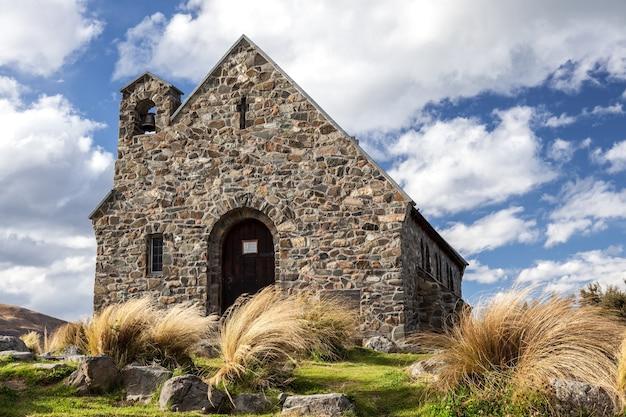 Lake tekapo, région du mackenzie/nouvelle-zélande - 23 février : église du bon pasteur à lake tekapo en nouvelle-zélande le 23 février 2012
