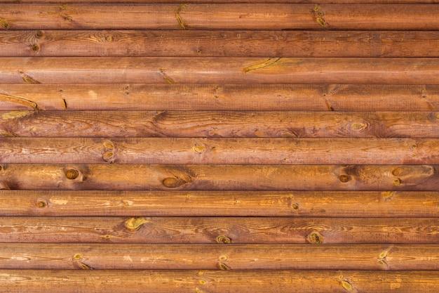 Lambris en bois peint teinté