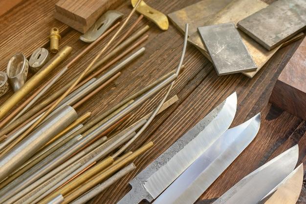 Lames de couteau avec des barres de bois d'arbre exotique, orignal, wapiti, morceaux de corne de cerf pour couteau bricolage à la main