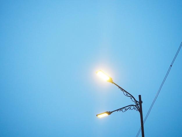 Les lampadaires le soir