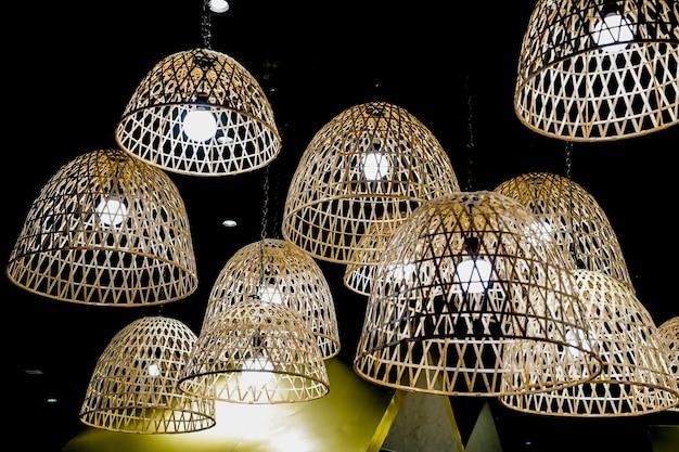 Lampe artisanale en bambou, style créatif de thaïlande.
