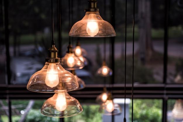 Lampe d'éclairage suspendue avec fond naturel