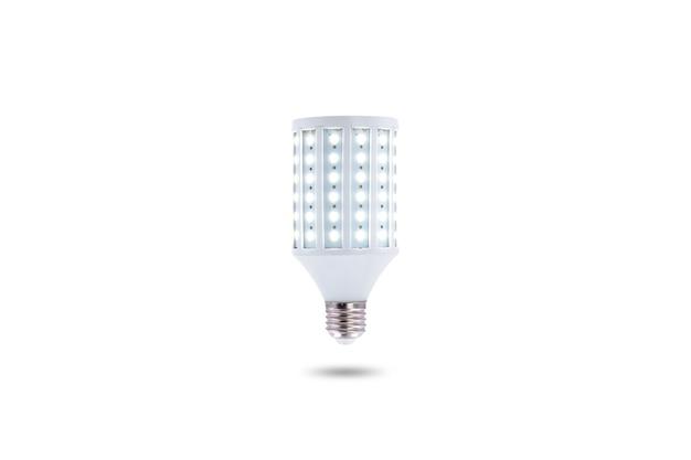 Lampe à économie d'énergie led, bouchon à vis e27 230v isolé sur fond blanc.