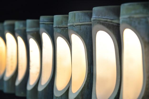 Lampe électrique artisanale sur le mur