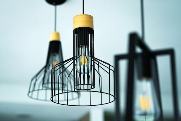 Lampe élégante intérieure loft avec lampe rétro moderne.
