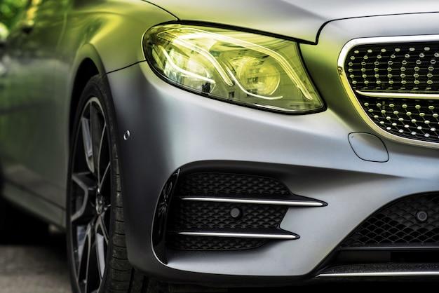 Lampe frontale de voiture de luxe