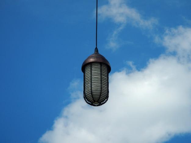 La lampe sur la paume, l'île de lembongan, inonesia