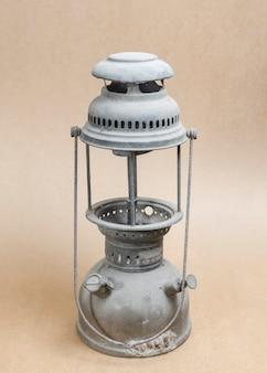 Lampe à pétrole vintage sur fond de papier