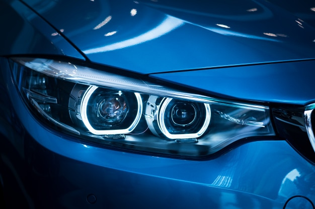 Lampe phare de voitures neuves