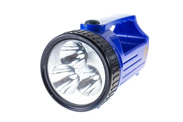 Lampe de poche bleu électrique isolé sur surface blanche