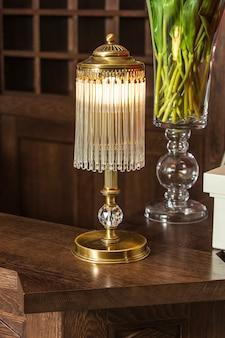 Lampe de table en bronze avec pendentifs en cristal