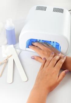 Lampe uv pour les ongles avec équipement