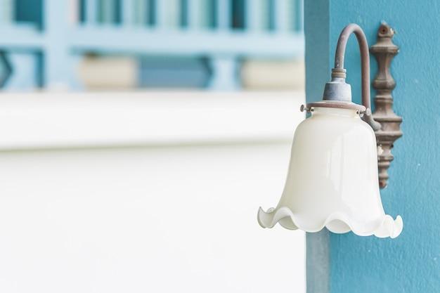 Lampe vintage sur mur