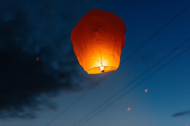 Lancement de lanternes traditionnelles