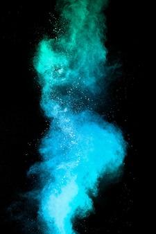 Lancement de particules de poussière bleue éclaboussant