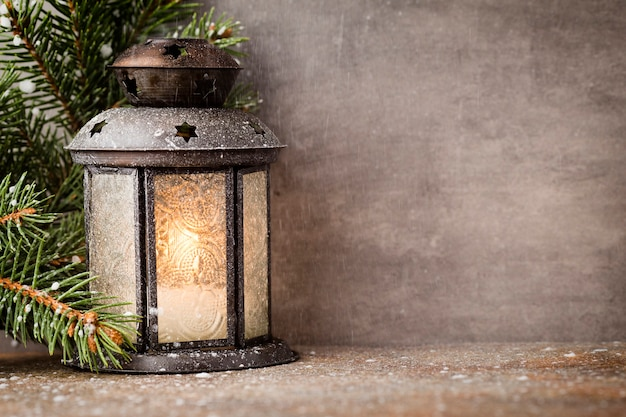 Lanterne avec arbre de noël, décor de noël.