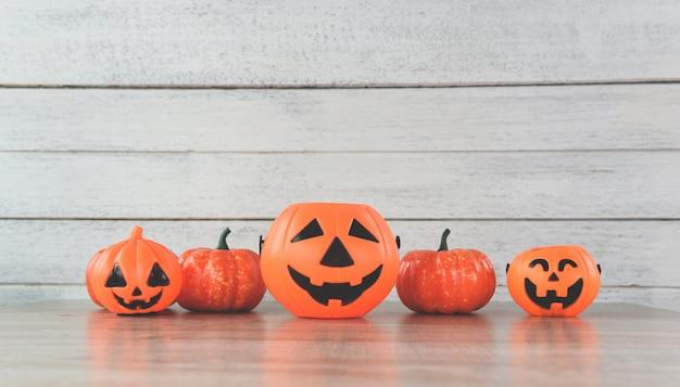 Lanterne citrouille halloween décorations sur bois blanc