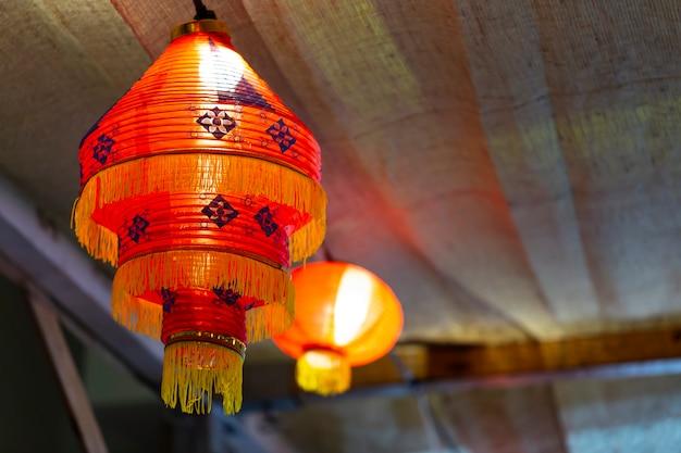 Lanterne rouge chinoise dans la nuit