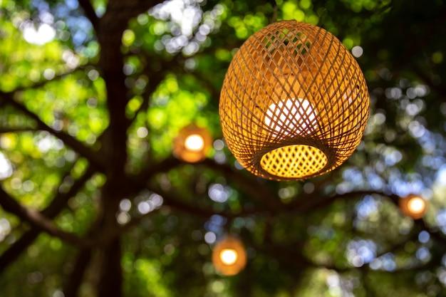 Lanternes de bambou suspendus la nuit, lanternes de bambou, lanterne vintage