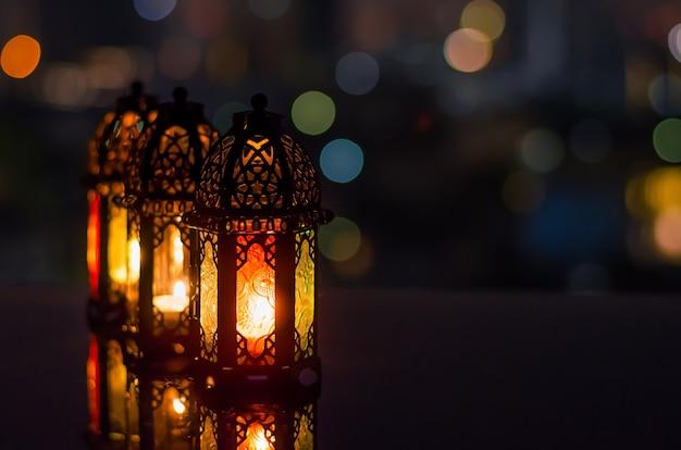Lanternes Avec Ciel Nocturne Pour Le Ramadan Kareem. Photo Premium