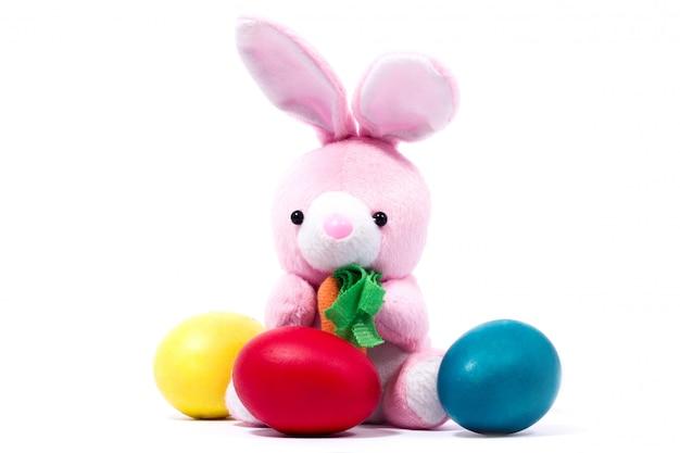 Lapin en peluche rose avec carotte