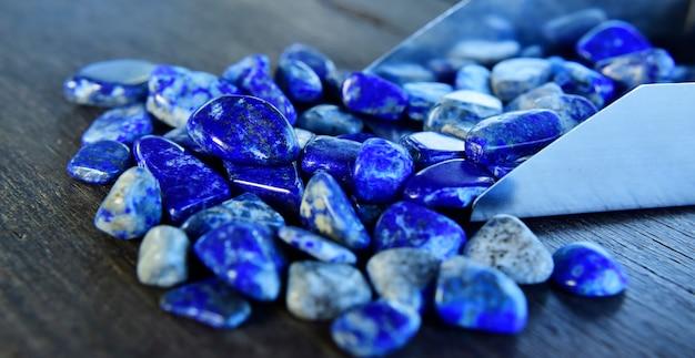 Lapis lazuli belle pierre bleue naturelle pour la fabrication de bijoux