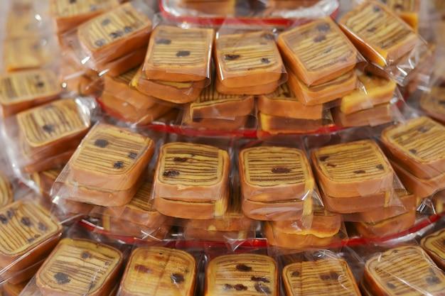 Lapis legit, un carré de gâteau sucré traditionnel indonésien