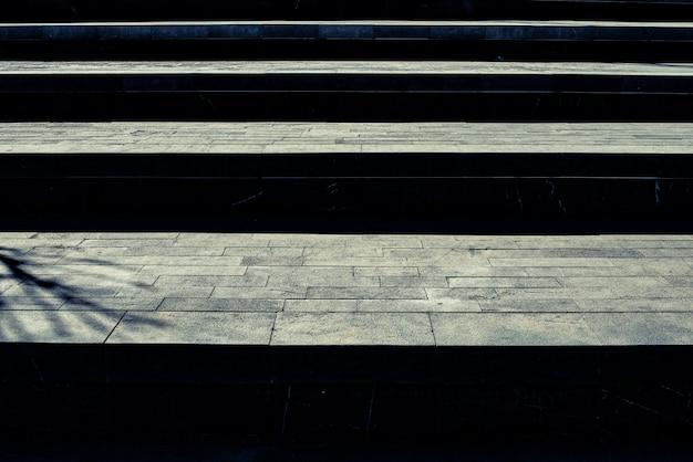 Large escalier en granit, à utiliser comme abstrait dans le concept de réussite.