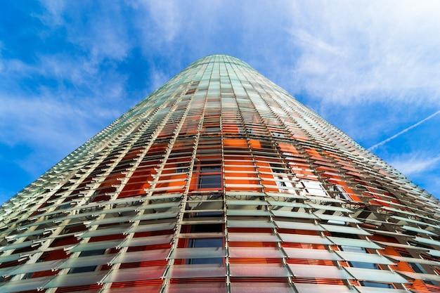 Large vue d'ange à la torre glories à barcelone