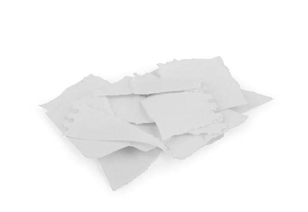 Larmes de papier blanc isolées sur blanc avec des ombres douces