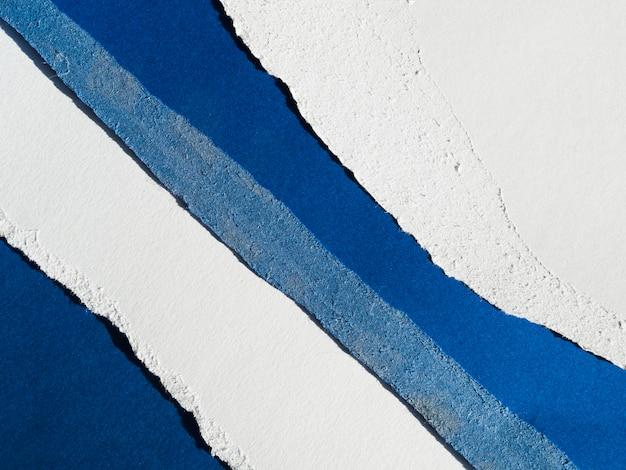 Larmes en papier bleu