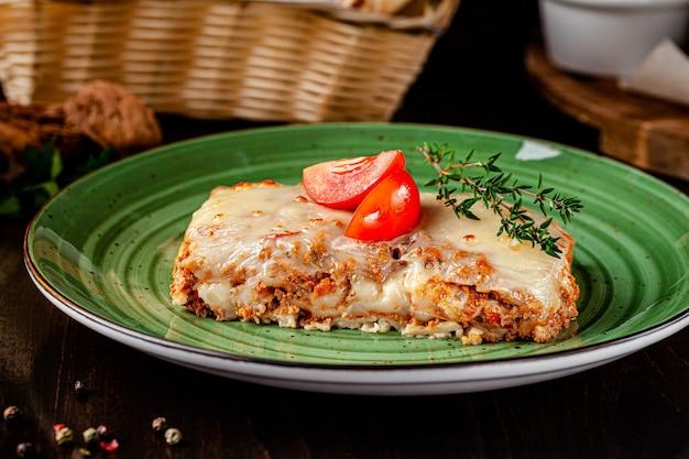 Lasagne au four avec sauce bolognaise