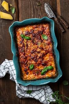 Lasagne classique italienne avec sauce tomate et viande