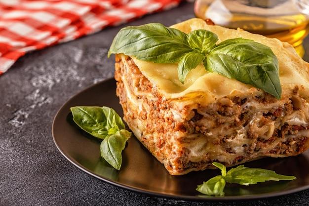 Lasagne traditionnelle à la sauce bolognaise au bœuf haché