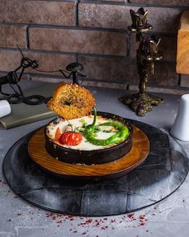 Lasagne à la viande avec tomate et poivre
