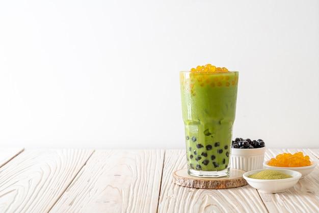 Latte de thé vert avec bulle et bulles de miel