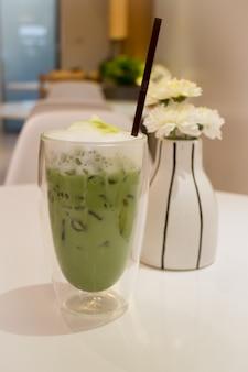 Latte de thé vert matcha glacé