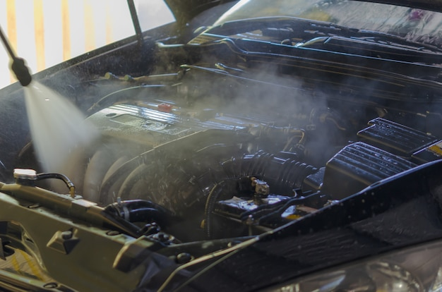 Lavage de moteur de voiture