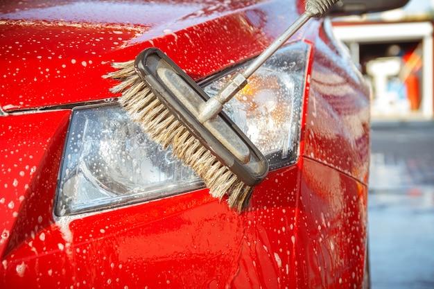 Lave-auto sans contact en libre-service
