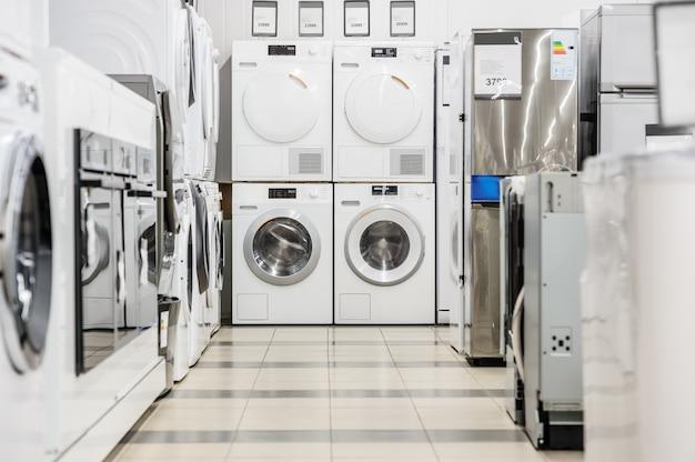 Lave-linge dans un magasin d'appareils