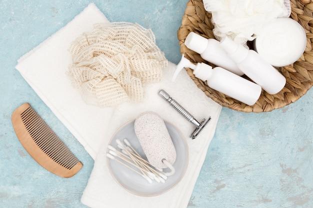 Lay plat d'accessoires de concept de bain