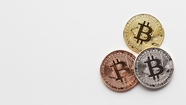 Lay plat de bitcoin avec espace de copie